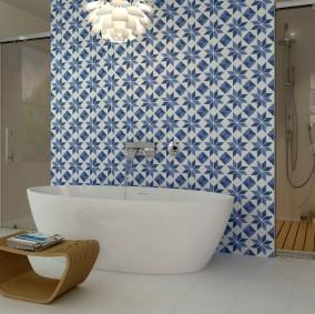 Ladrilho hidráulico azul no banheiro